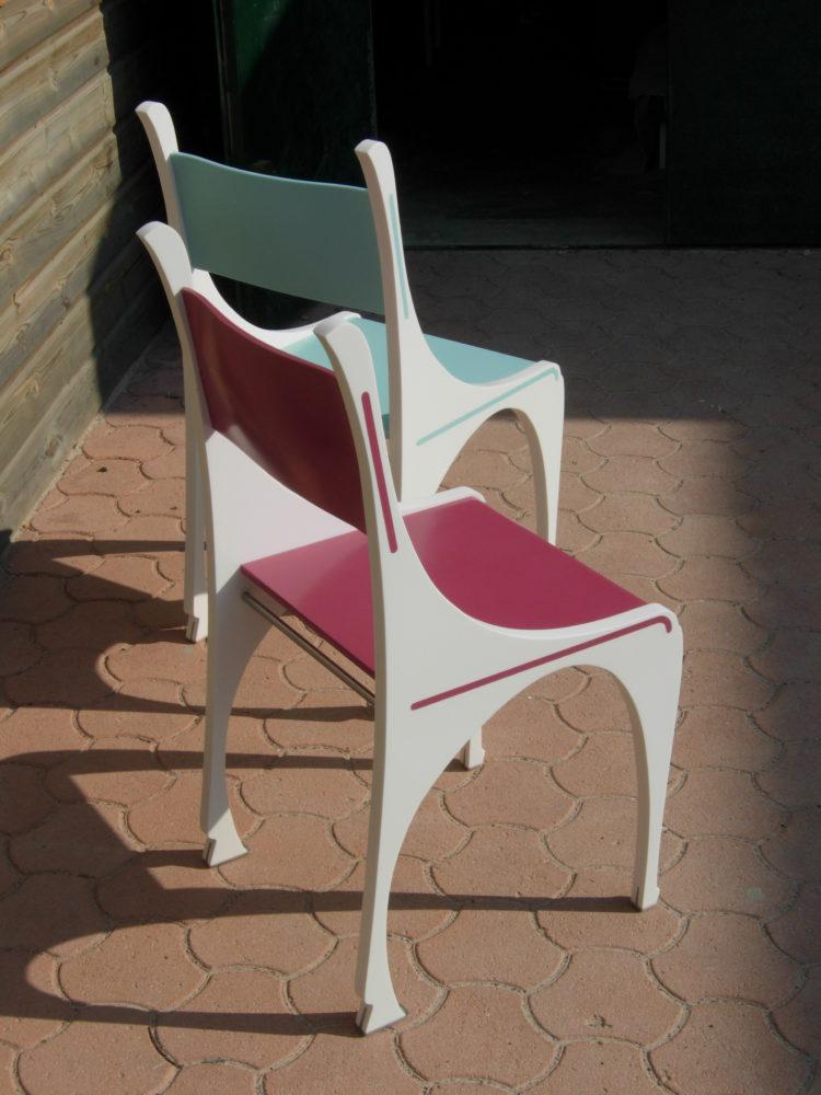 Chaises en couleurs Corian®