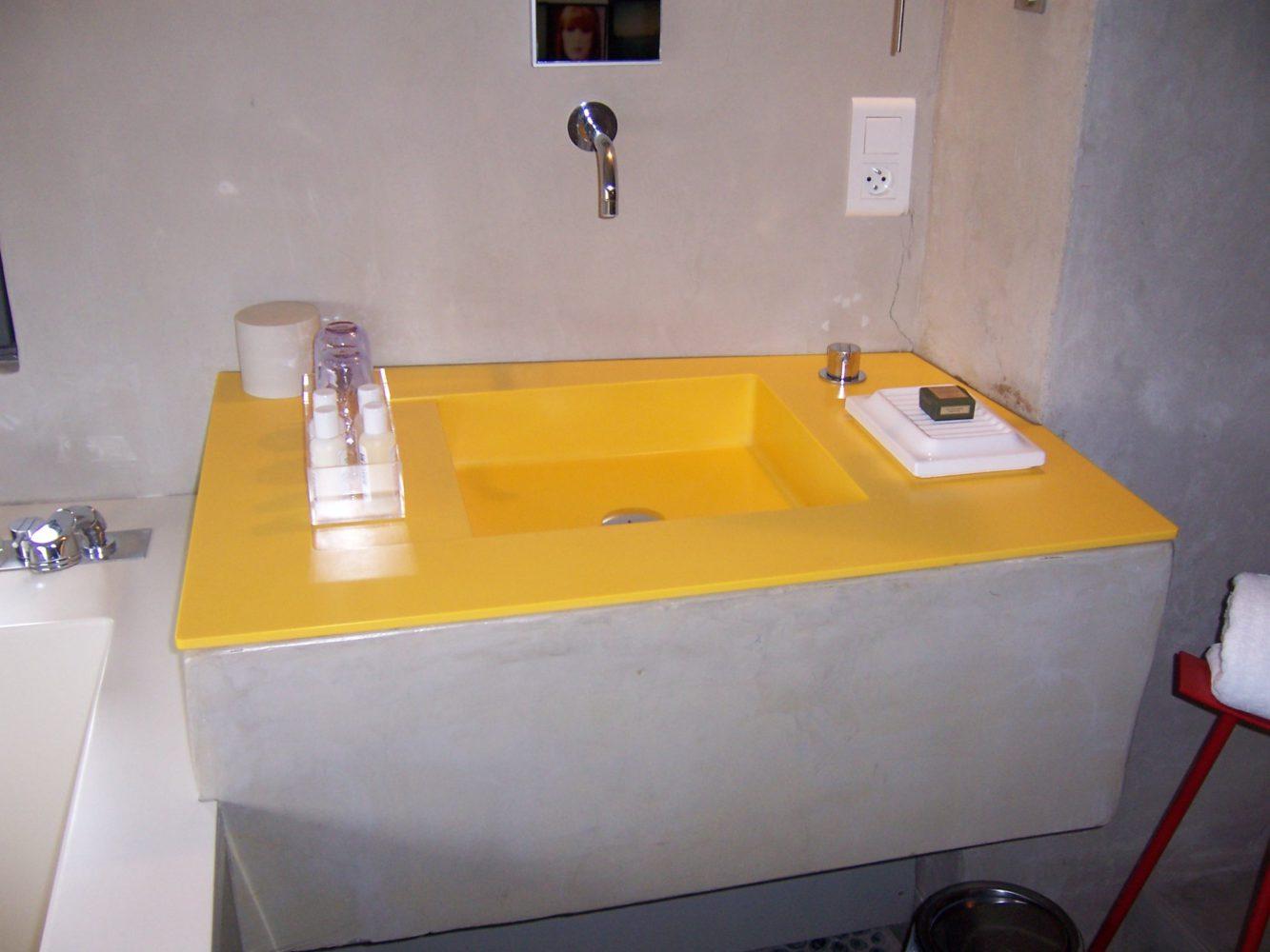 Vasque jaune en Corian®